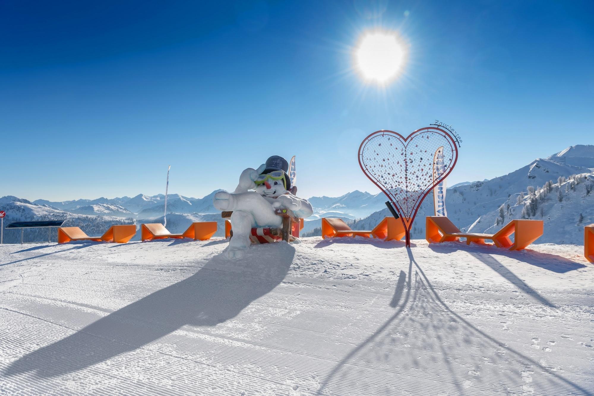 Liegen auf der Piste im Skigebiet Zauchensee