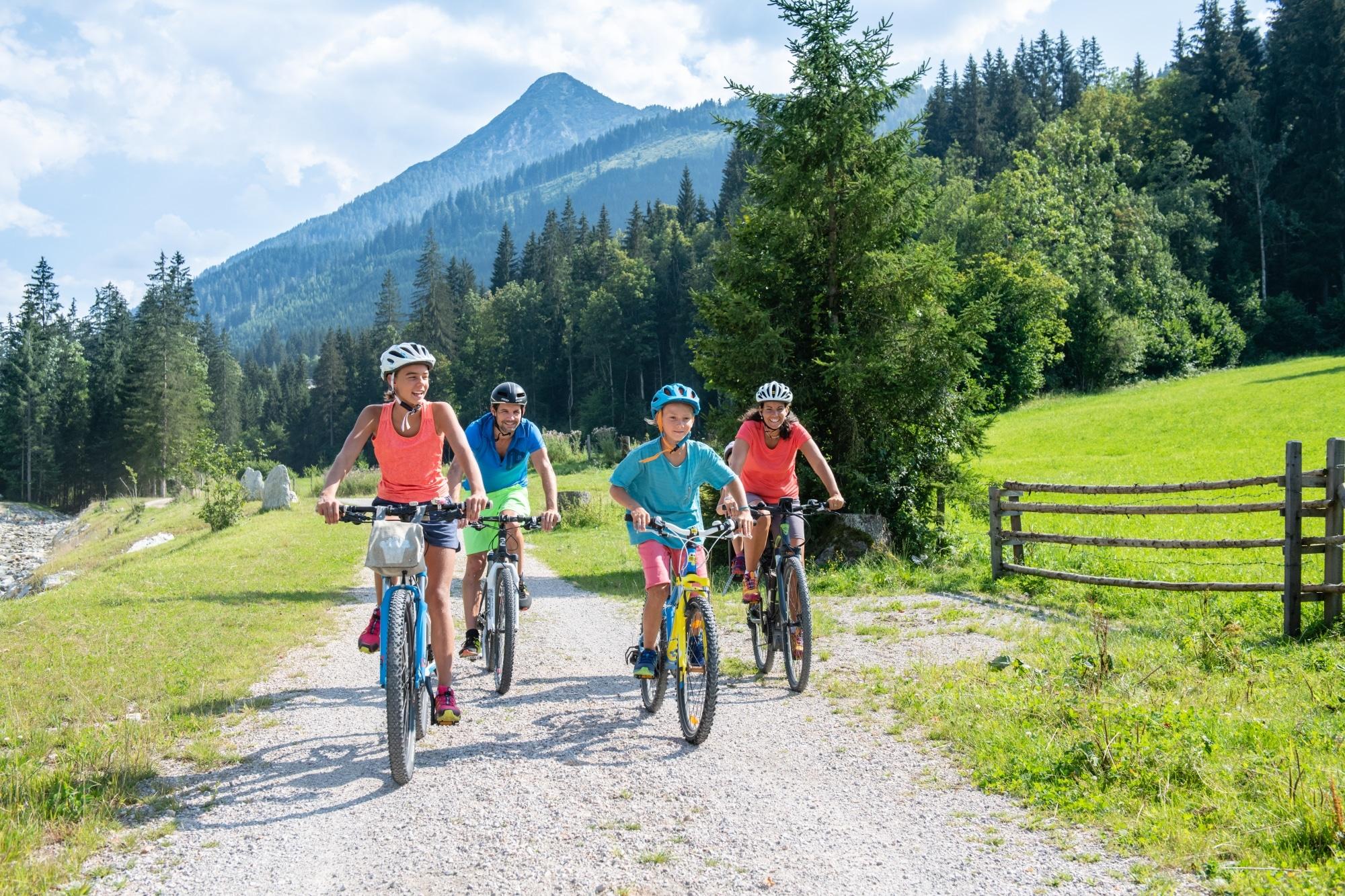 Radfahren mit der ganzen Familie in Zauchensee