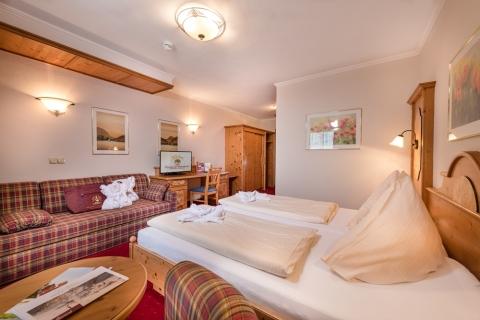 Gemütliches Familienzimmer im Hotel Zauchenseehof