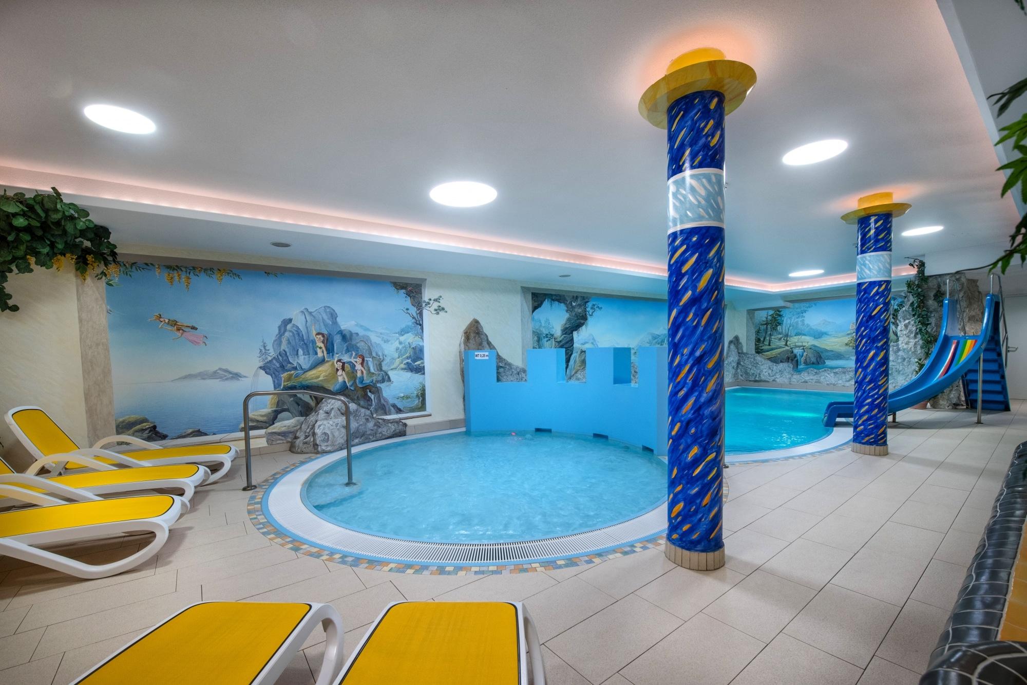 Kinderwellnessbereich mit Rutsche im Familienhotel Zauchenseehof