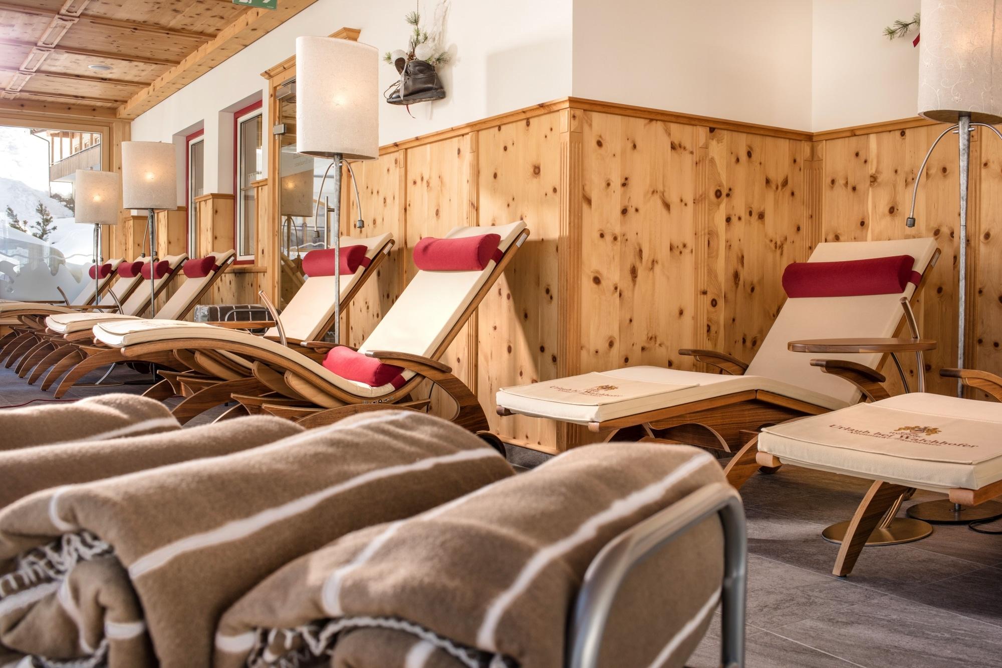 Gemütliche Liegen im Ruheraum im Hotel Zauchenseehof