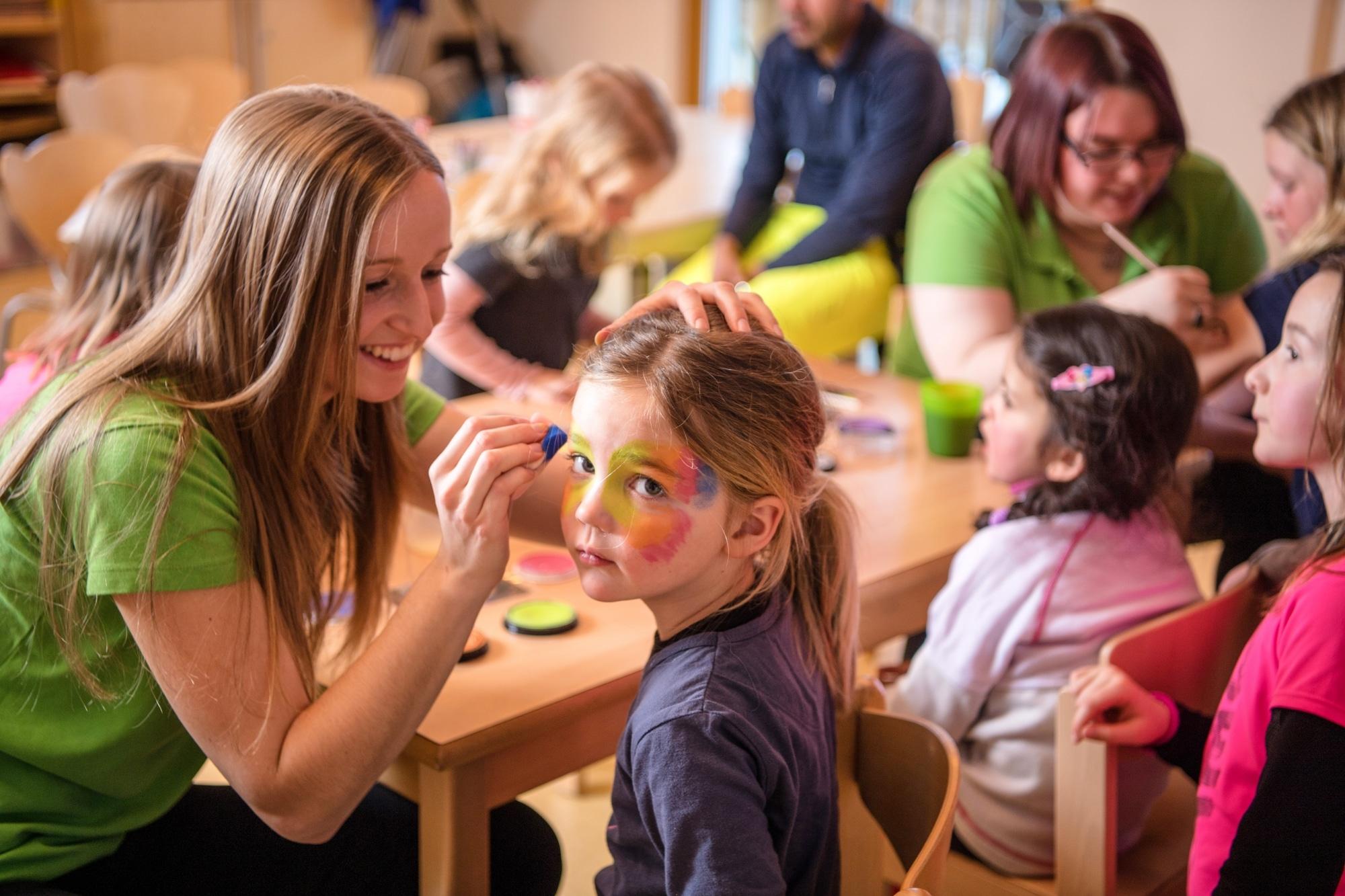 Kinderschminken im Familienhotel Zauchenseehof