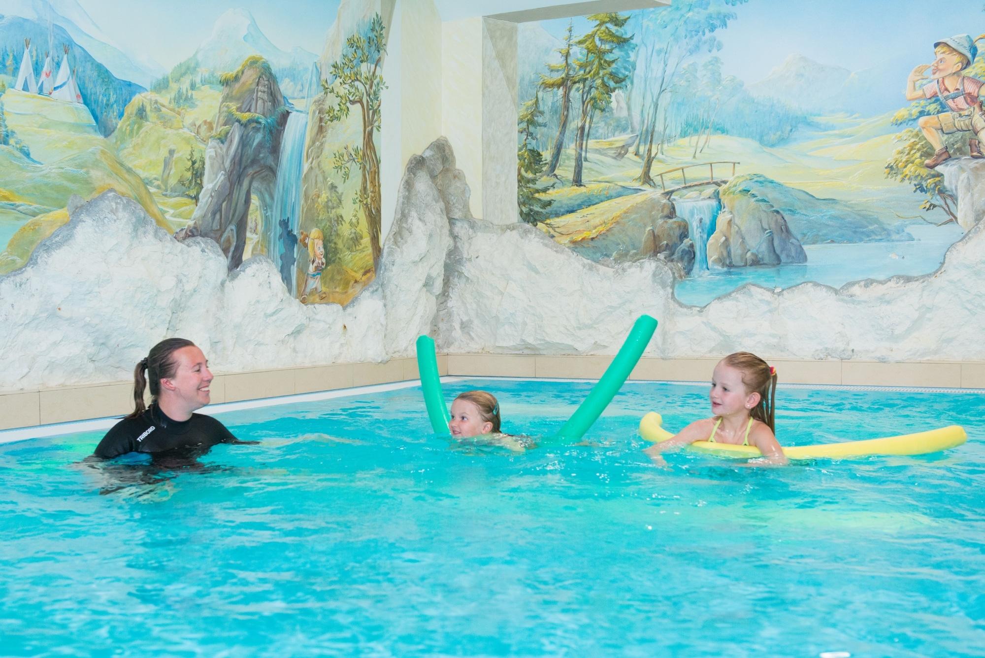 Kinderschwimmkurs im Familienhotel Zauchenseehof