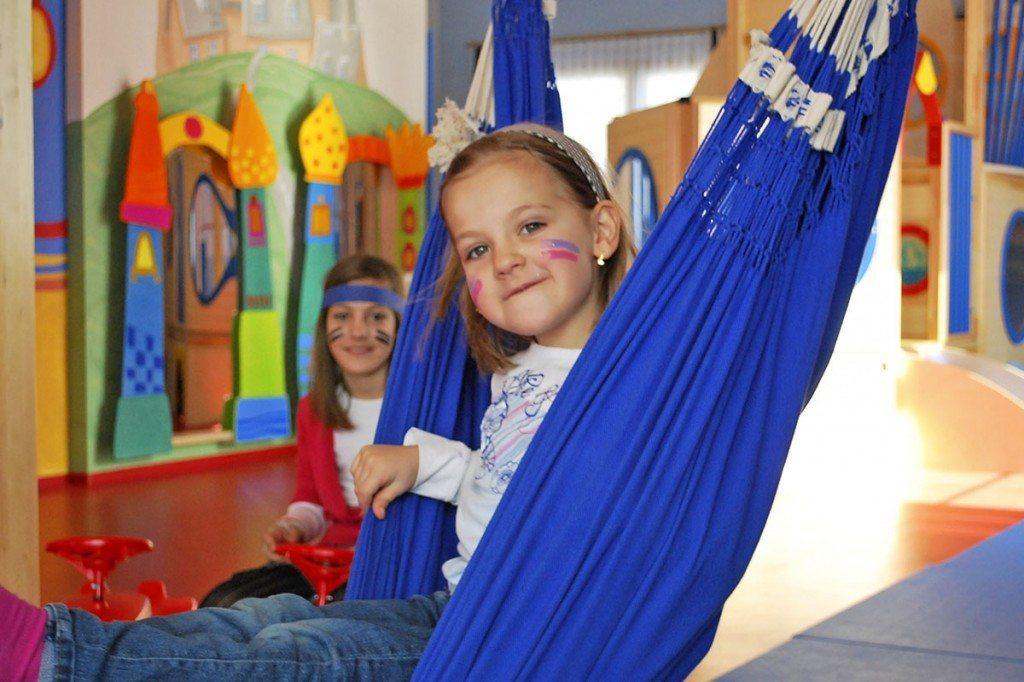 Mädchen in der Kinderbetreuung im Familienhotel Zauchenseehof