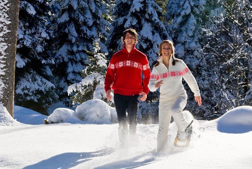 Pärchen beim Schneeschuhwandern in Zauchensee