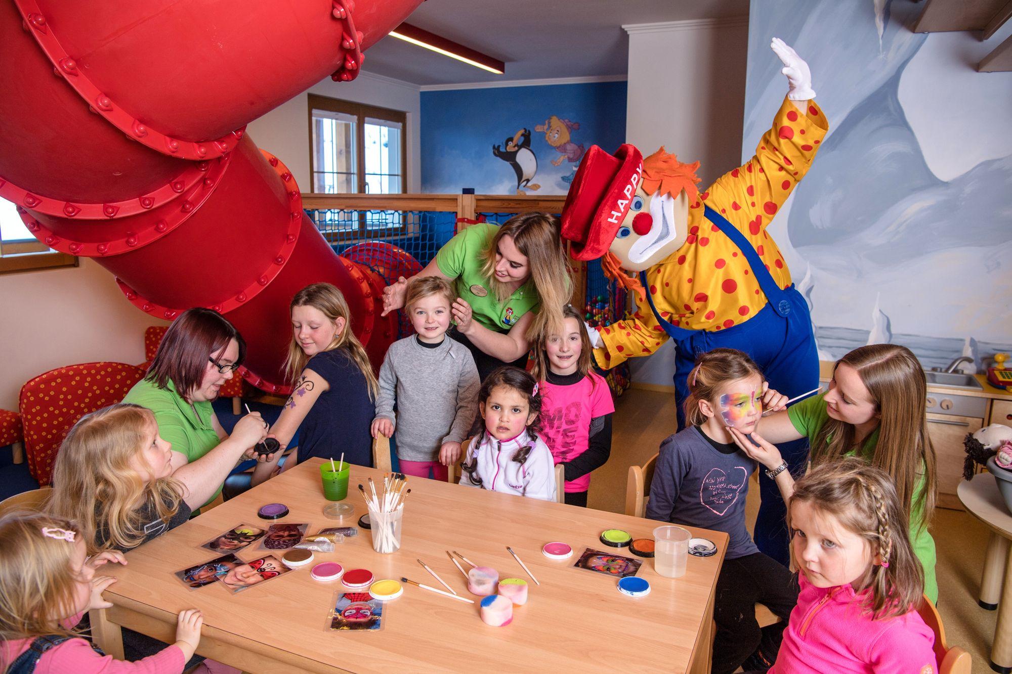 Kinderbetreuung im Happy-Club im Zauchenseehof