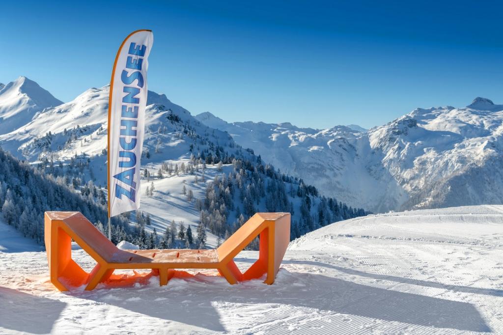 Blick über das sonnige Skigebiet Zauchensee Flachau