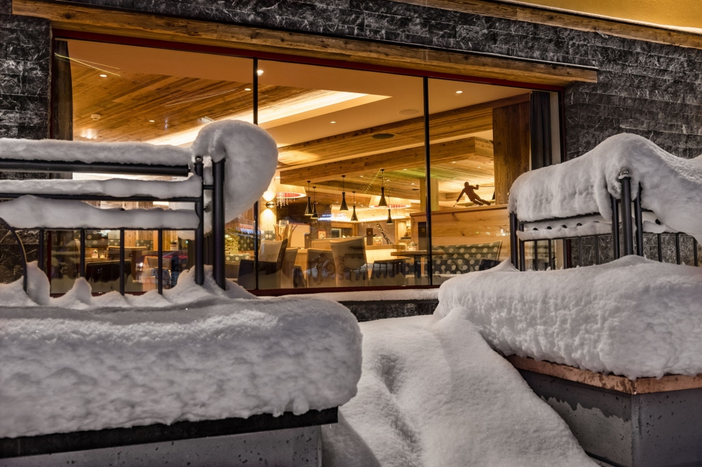 Blick von außen in das Restaurant Zauchenseehof