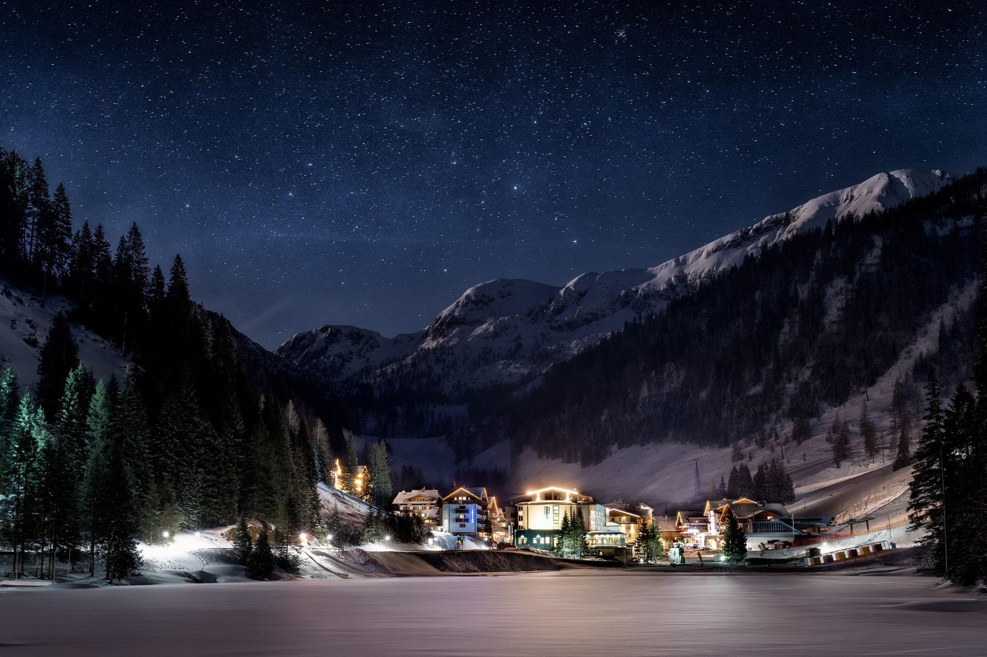 stimmungsvolle Weihnachtszeit im SalzburgerLand beim Bergsee.Advent